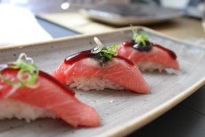 vitaminas atún y salmón
